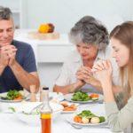 Что такое простая молитва за обедом?