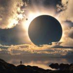 Что вызывает солнечные затмения ?