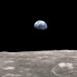 Почему у Луны нет атмосферы ?