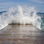 Где происходят приливные волны ?