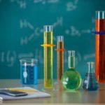 Почему химия называется центральной наукой ?