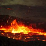 Почему магма поднимается на поверхность Земли ?