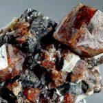Как камни получают свой цвет ?
