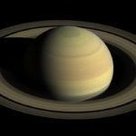 Каково поверхностное давление на Сатурн ?