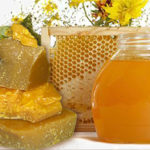 Какова точка плавления пчелиного воска ?