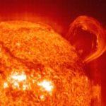 Как солнце вырабатывает тепло ?