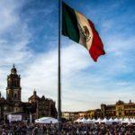 Какие животные изображены на мексиканском флаге?